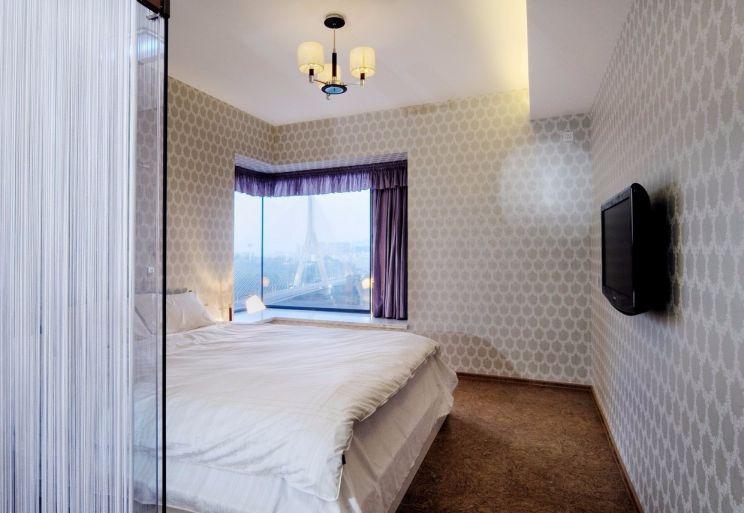 卧室米色落地窗现代简约风格装饰效果图