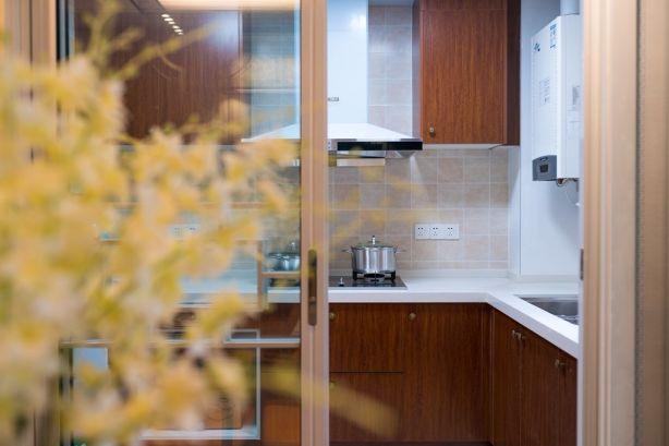 厨房墙面白色背景墙装修
