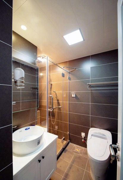 卫生间地板砖现代简约风格装潢效果图