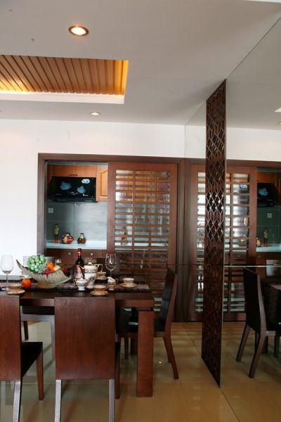 偏中式风格又用偏浅色的瓷砖来带亮整个装修色彩,更具现代美感