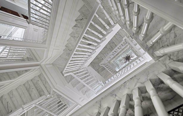 客厅楼梯法式风格装潢图片