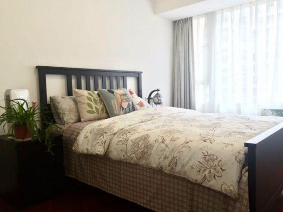 卧室咖啡色床头柜美式风格装潢设计图片
