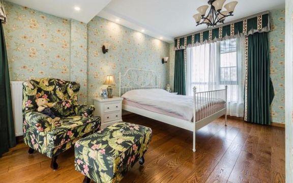 纯净白色床装饰设计图片