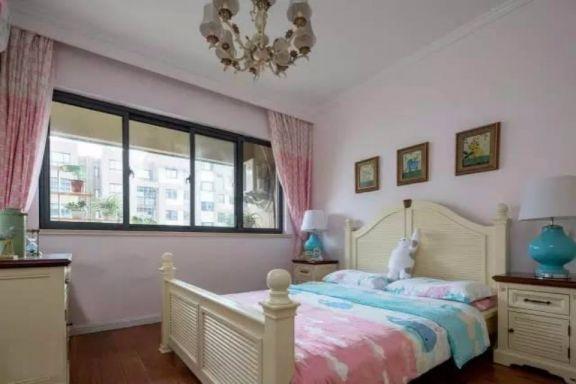 简单大气粉色女生卧室装饰设计图片
