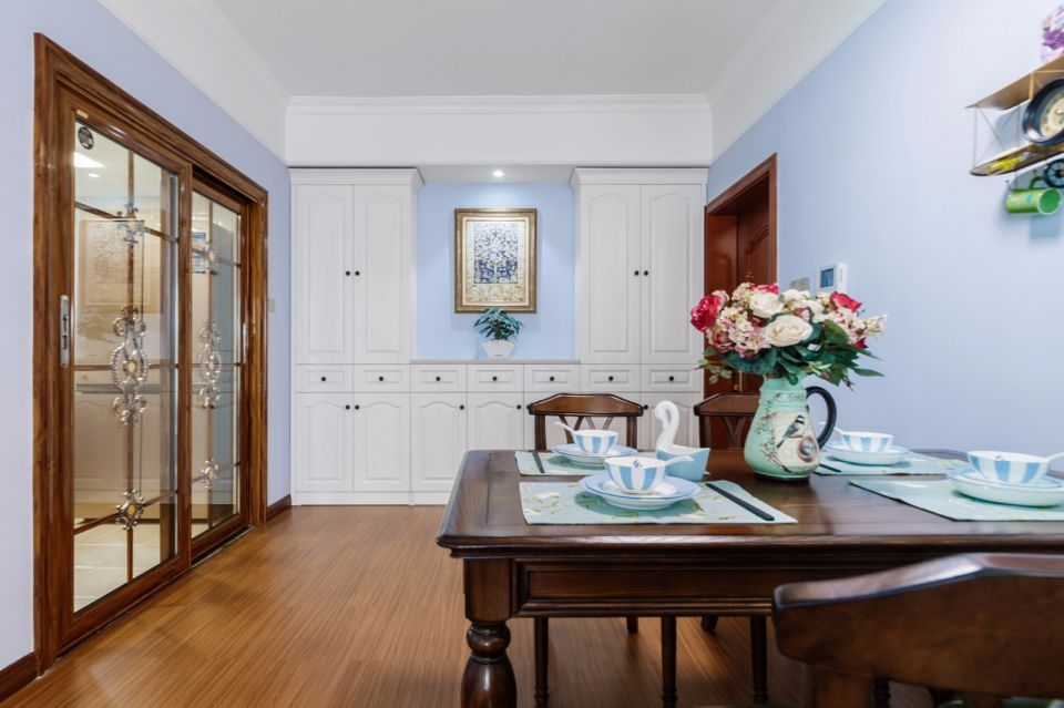 餐厅蓝色餐桌美式风格装饰效果图