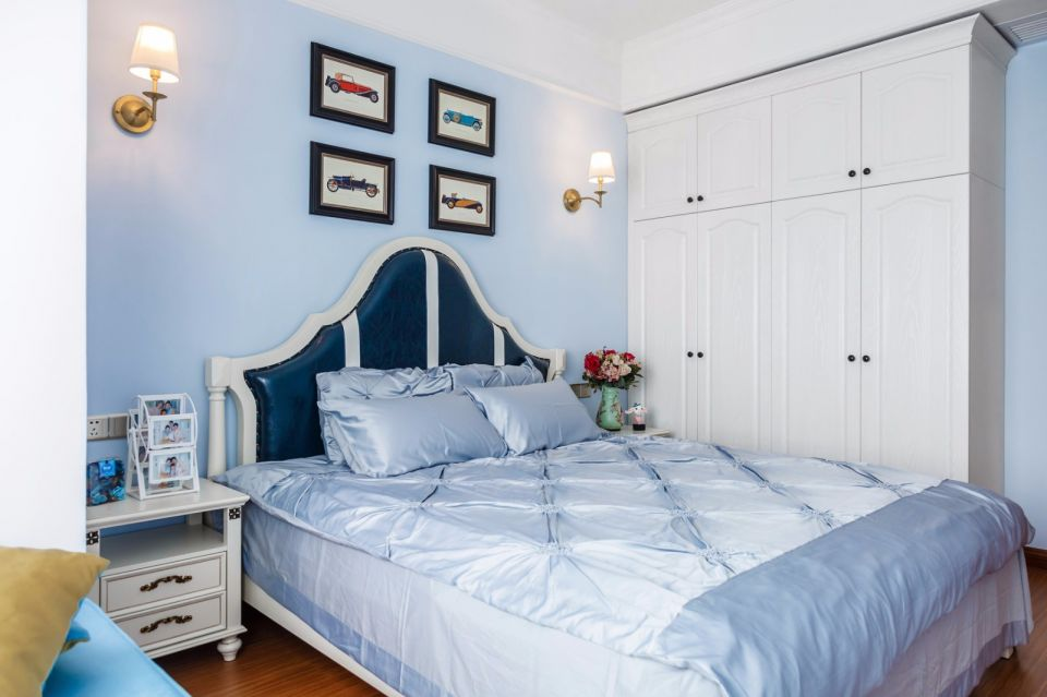 卧室蓝色床美式风格装饰图片