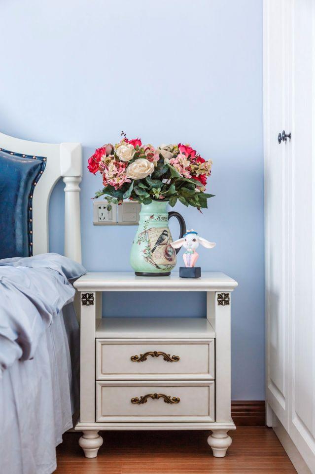 卧室蓝色床头柜美式风格装修设计图片