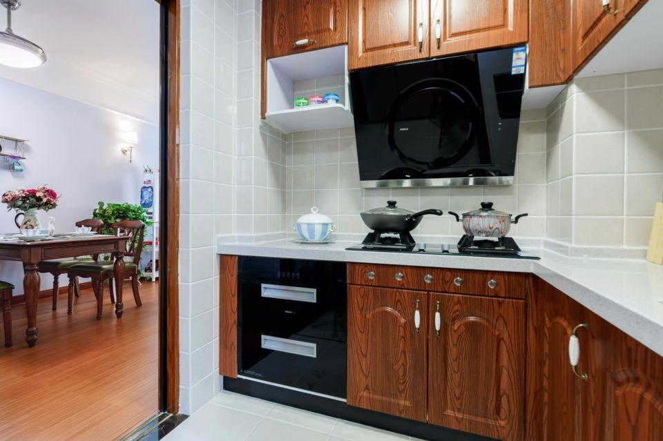 厨房米色橱柜美式风格装饰设计图片