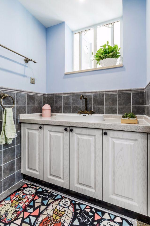 卫生间蓝色洗漱台美式风格装潢设计图片
