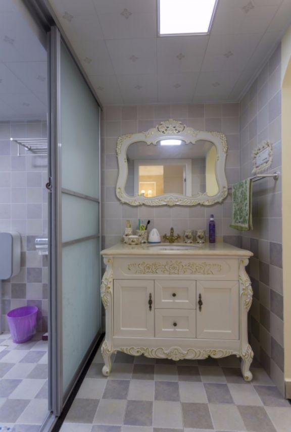 卫生间白色洗漱台欧式风格装饰设计图片