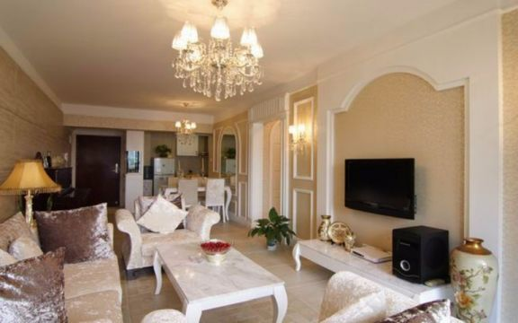 客厅白色背景墙欧式风格装饰图片