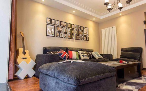 低调优雅客厅照片墙装修实景图