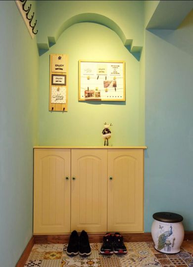 低调优雅黄色鞋柜室内装修图片