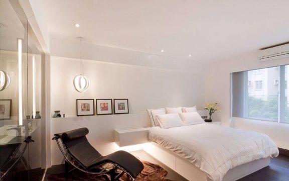 卧室白色照片墙简约风格装潢效果图
