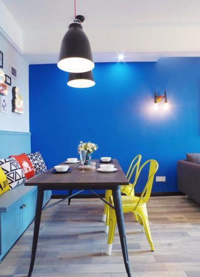 餐厅咖啡色餐桌北欧风格装潢效果图