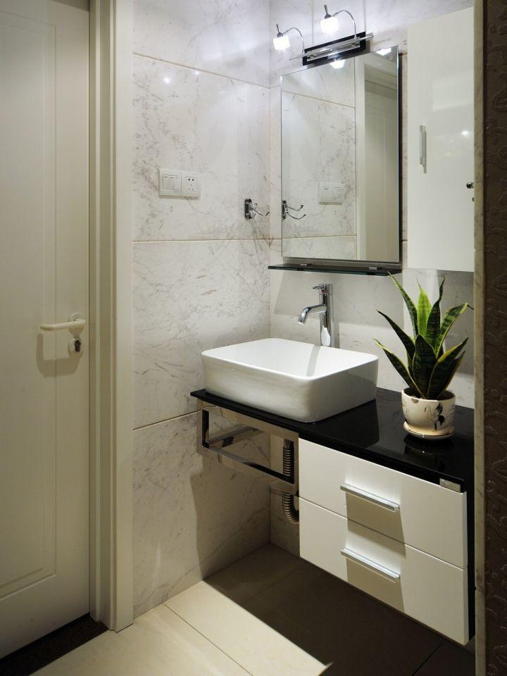卫生间地板砖现代简约风格效果图