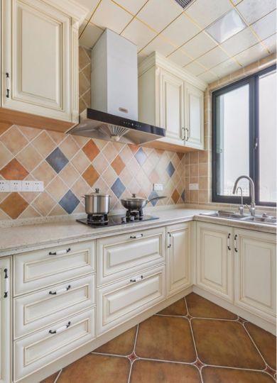 厨房白色橱柜现代简约风格装潢图片