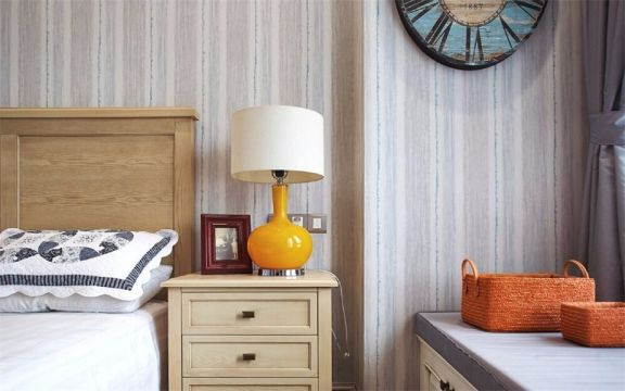 卧室黄色床头柜美式风格装潢图片