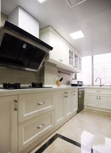 厨房白色橱柜美式风格装修效果图