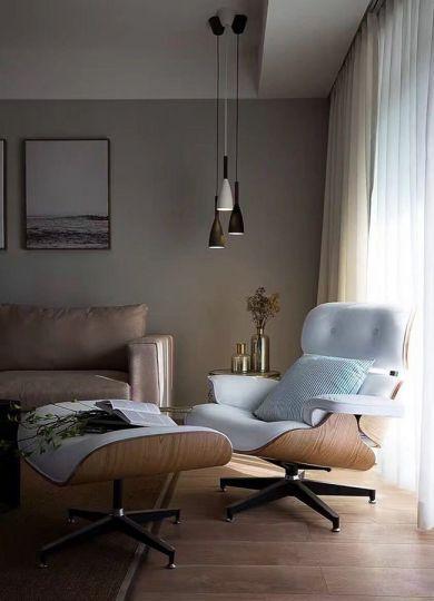 客厅白色窗帘装潢设计图片