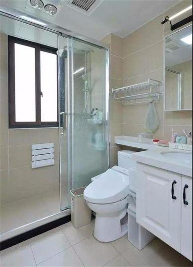 卫生间白色洗漱台美式风格装饰图片