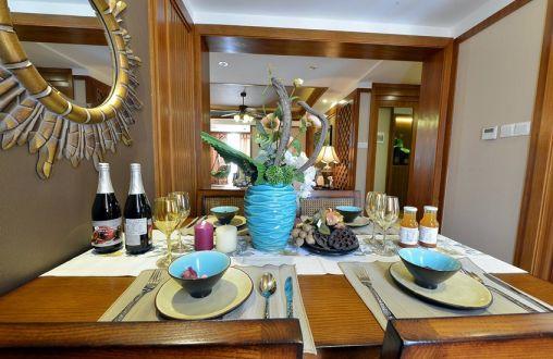 餐厅餐桌东南亚风格装修图片