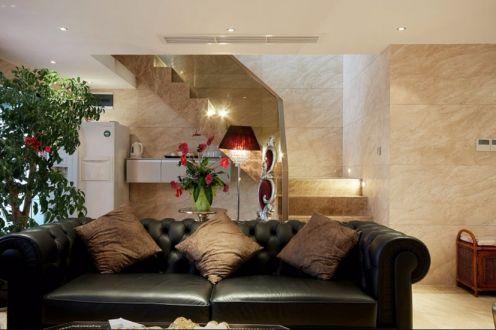 客厅黑色沙发简欧风格装饰图片