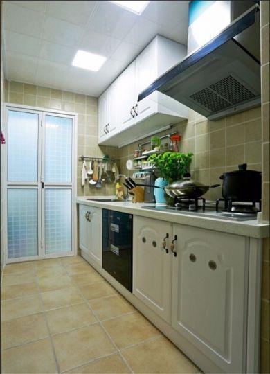 厨房米色橱柜田园风格效果图