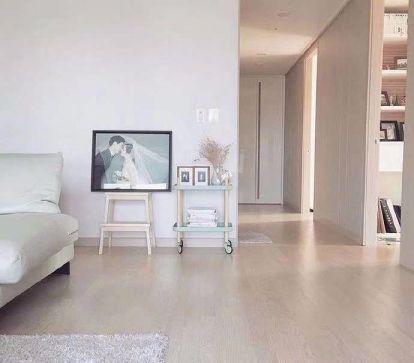 客厅照片墙简约风格装潢设计图片