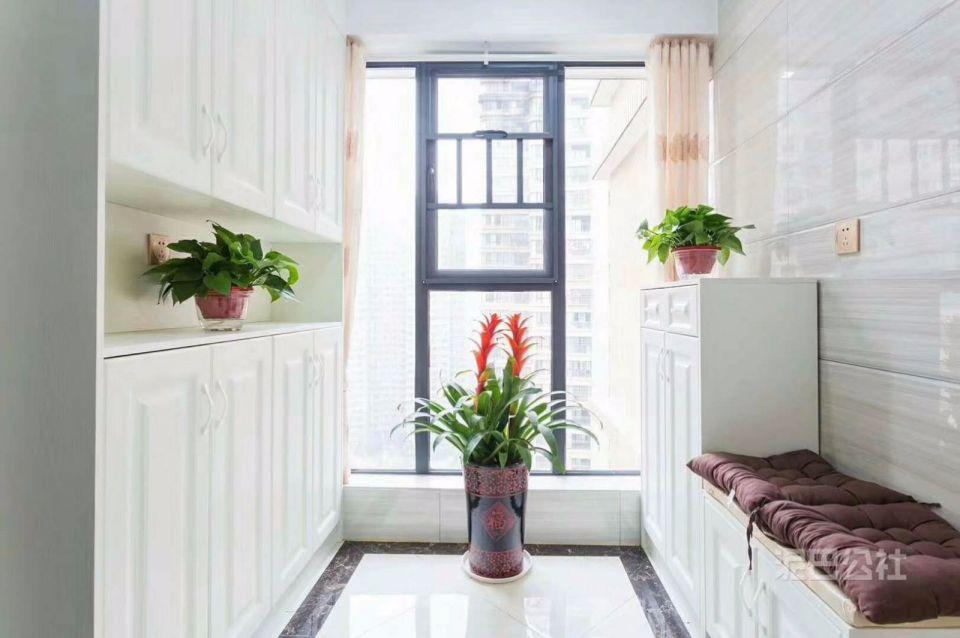 阳台窗台欧式风格装潢效果图