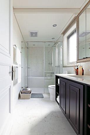 卫生间黑色洗漱台简约风格装潢设计图片