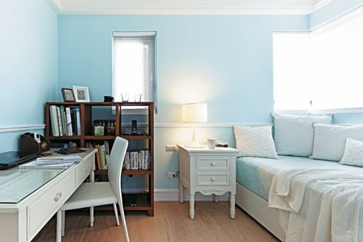 儿童房白色床头柜简约风格装修图片