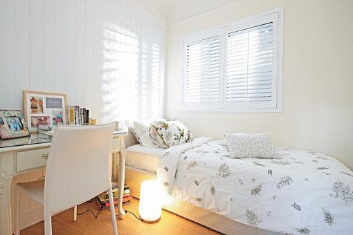 卧室白色床简约风格装潢图片