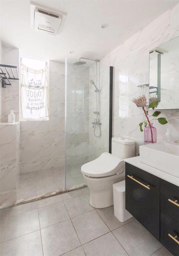 卫生间白色地砖北欧风格装修图片
