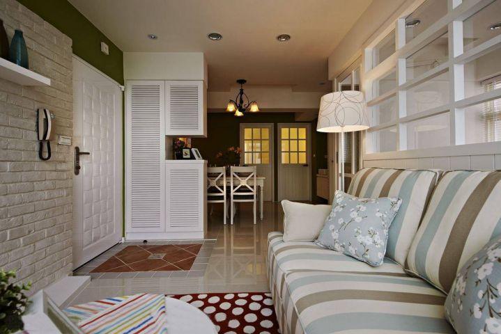客厅彩色吊顶简约风格装潢设计图片