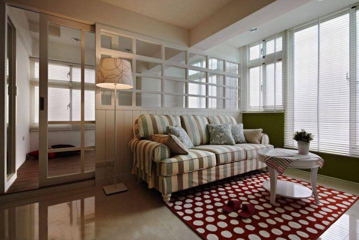 客厅彩色隔断简约风格效果图