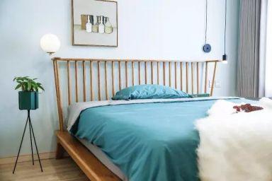 卧室白色床现代风格装潢设计图片