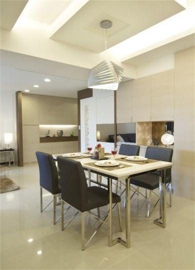 餐厅白色餐桌装饰设计图片