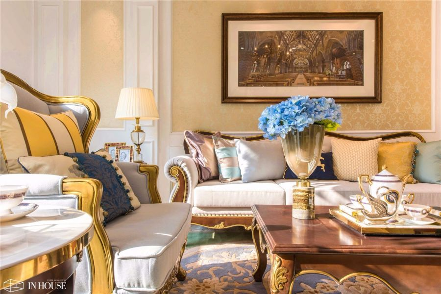 客厅米色沙发欧式风格装修图片