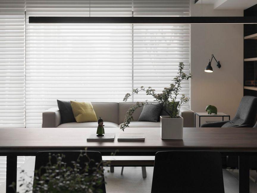 朴素温馨现代咖啡色书桌设计方案