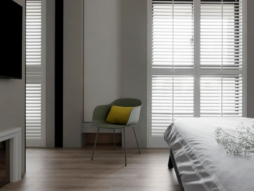卧室咖啡色地板砖现代风格装饰图片