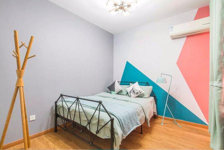 卧室床简单风格装潢图片