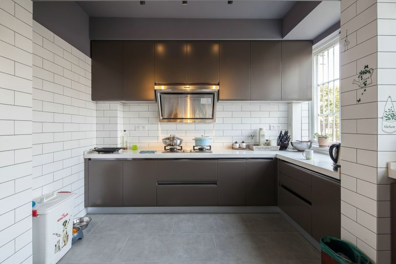 厨房咖啡色橱柜装潢实景图片