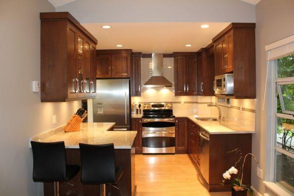 厨房咖啡色橱柜欧式风格装饰效果图