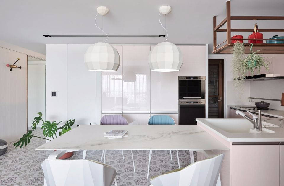 餐厅白色餐桌装修实景图