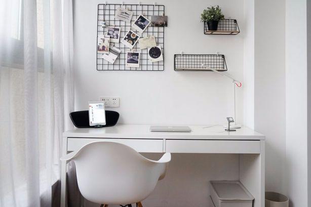 阳台白色书桌装潢图