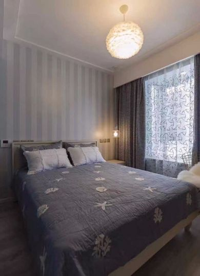 设计优雅灰色窗帘装潢实景图片