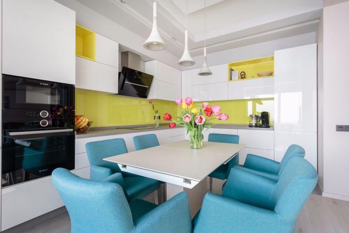 厨房白色橱柜简约风格装饰设计图片