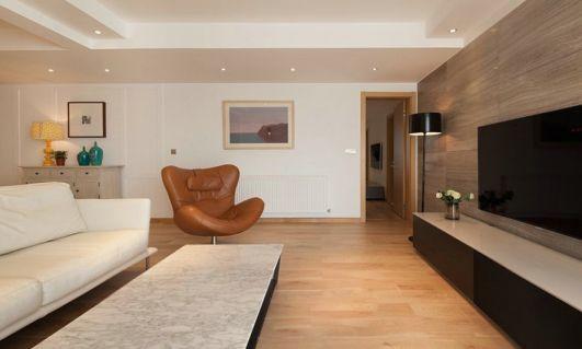 设计精巧白色客厅装饰图片