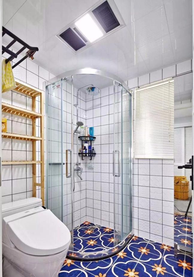 卫生间白色集成吊顶装潢实景图片